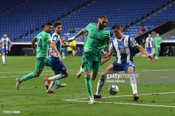 Karim Benzema of Real Madrid assists teammate Casemiro for their side's first goal during the Liga match between RCD Espanyol and Real Madrid CF at...