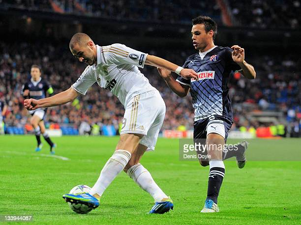 Karim Benzema of Real Madrid beats Adrian Calello of Dinamo Zagreb during the UEFA Champions League group D match between Real Madrid and Dinamo...