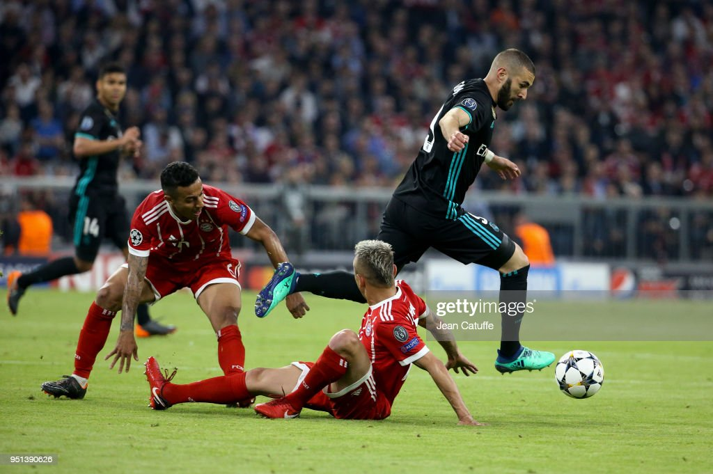 Karim Benzema of Real Madrid between Thiago Alcantara and Rafinha of Bayern Munich during the UEFA Champions League Semi Final first leg match between Bayern Muenchen (Bayern Munich) and Real Madrid at the Allianz Arena on April 25, 2018 in Munich, Germany.