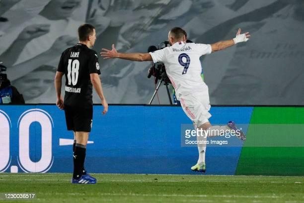Karim Benzema of Real Madrid celebrates 2-0 during the UEFA Champions League match between Real Madrid v Borussia Monchengladbach at the Estadio...