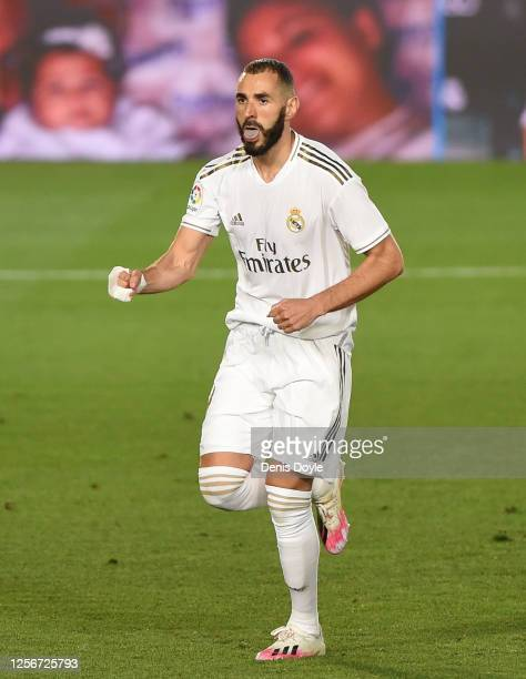 Karim Benzema of Real Madrid celebrates after scoring Real's second goal from a penalty during the Liga match between Real Madrid CF and Villarreal...