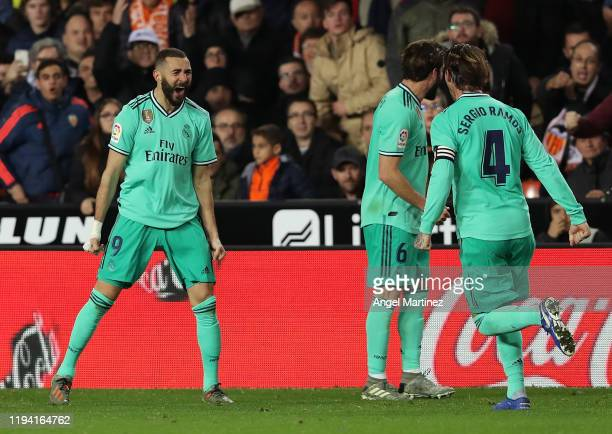 Karim Benzema of Real Madrid celebrates after scoring the equaliser goal during the Liga match between Valencia CF and Real Madrid CF at Estadio...