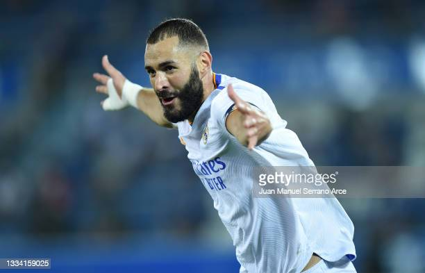 Karim Benzema of Real Madrid celebrates after scoring their team's third goal during the LaLiga Santader match between Deportivo Alaves and Real...