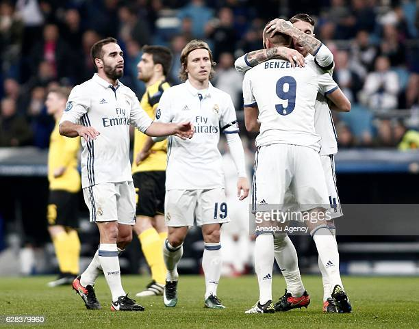 Karim Benzema of Real Madrid celebrates his goal with his team mates during the UEFA Champions League Group F football match between Real Madrid and...