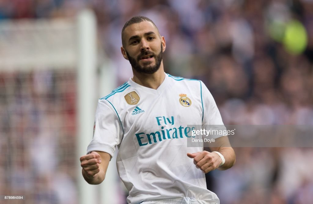 Karim Benzema of Real Madrid CF celebrates after scoring his team's opening goal during the La Liga match between Real Madrid and Malaga at Estadio Santiago Bernabeu on November 25, 2017 in Madrid, Spain.