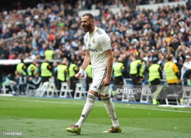 Karim Benzema of Real Madrid CF celebrates after scoring Real's 2nd goal during the La Liga match between Real Madrid CF and Athletic Club at Estadio...