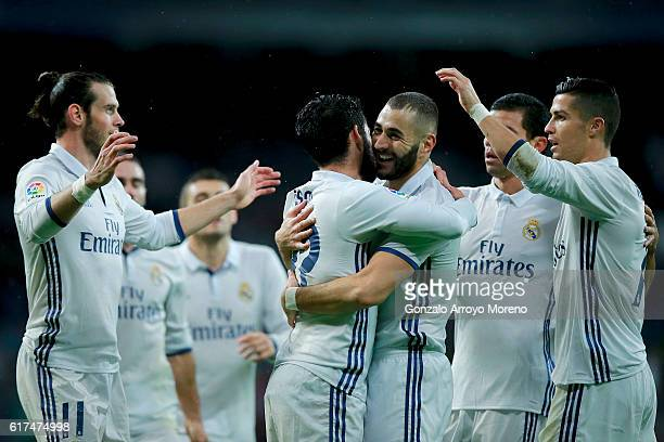 Karim Benzema of Real Madrid CF celebrates scoring their opening goal with teammates during the La Liga match between Real Madrid CF and Athletic...