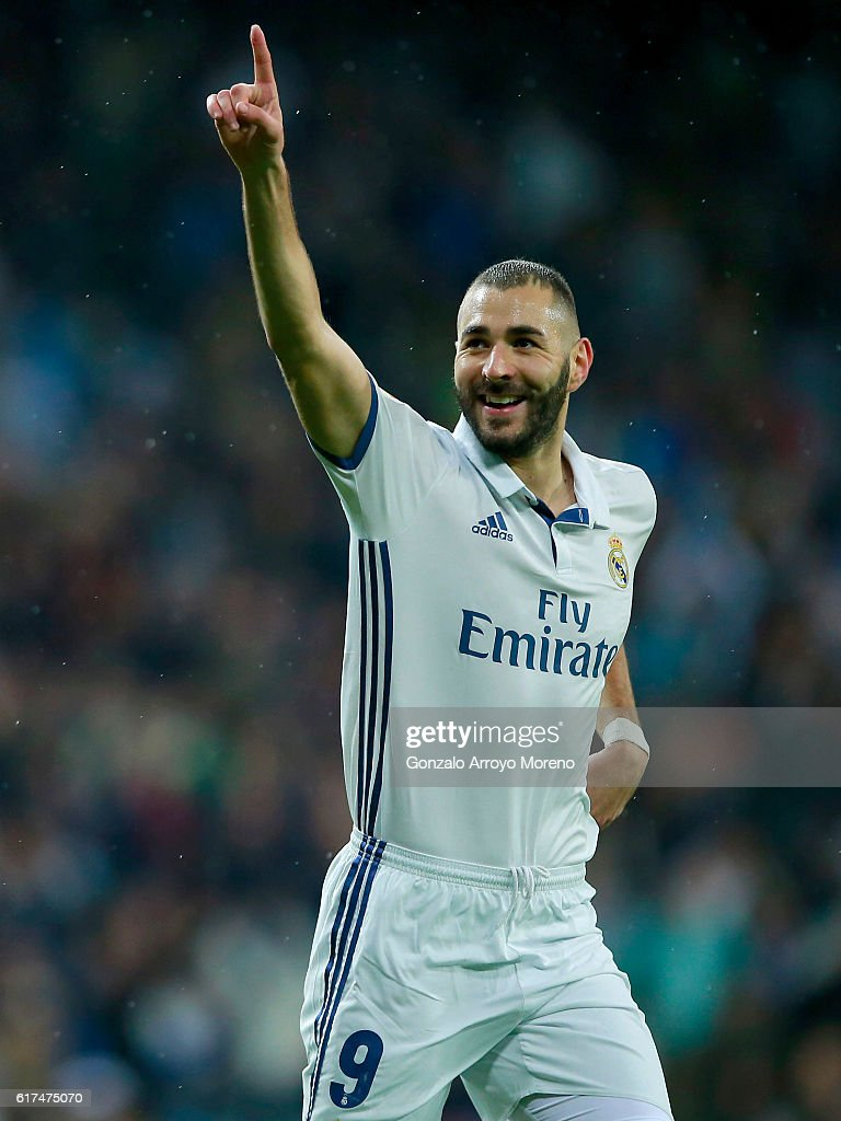 Karim Benzema of Real Madrid CF celebrates scoring their opening goal during the La Liga match between Real Madrid CF and Athletic Club de Bilbao at Estadio Santiago Bernabeu on October 23, 2016 in Madrid, Spain.