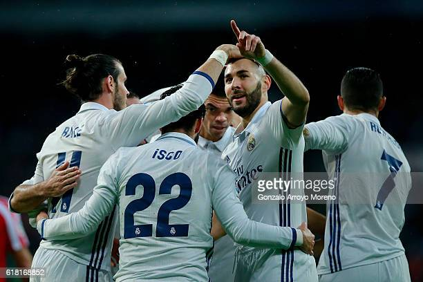 Karim Benzema of Real Madrid CF celebrates scoring their opening goal with teammates Gareth Bale Francisco Roman Alarcon alias Isco Pepe and...