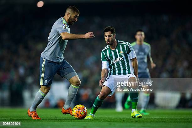 Karim Benzema of Real Madrid CF competes for the ball with Alvaro Cejudo of Real Betis Balompie during the La Liga match between Real Betis Balompie...