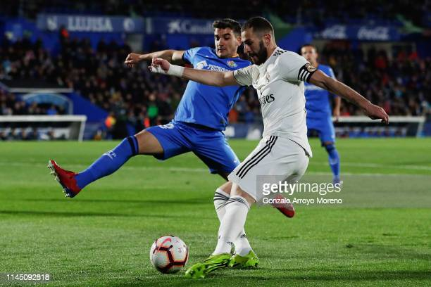 Karim Benzema of Real Madrid CF competes for the ball with Mauro Arambarri of Getafe CF during the La Liga match between Getafe CF and Real Madrid CF...