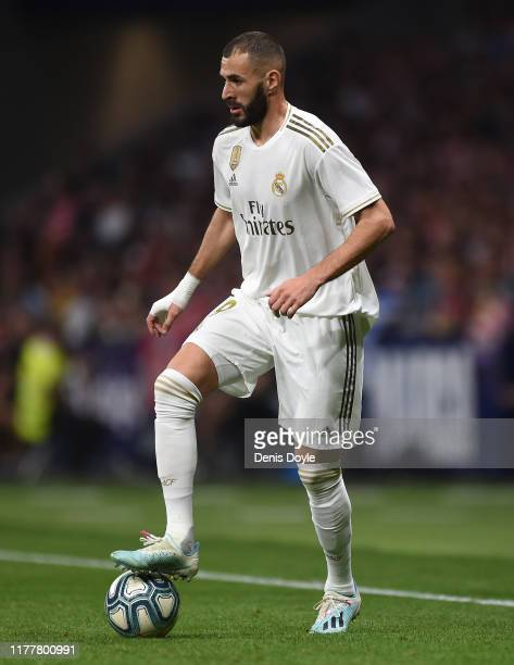 Karim Benzema of Real Madrid CF controls the ball during the Liga match between Club Atletico de Madrid and Real Madrid CF at Wanda Metropolitano on...