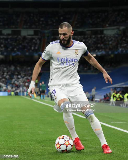 Karim Benzema of Real Madrid CF controls the ball during the UEFA Champions League group D match between Real Madrid and FC Sheriff at Estadio...