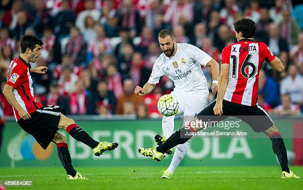 Karim Benzema of Real Madrid CF duels for the ball with Xabier Etxeita of Athletic Club Bilbao during the La Liga match between Athletic Club Bilbao...