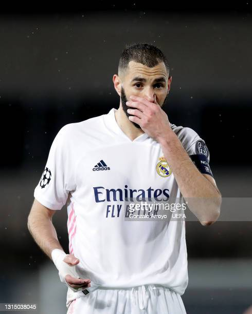 Karim Benzema of Real Madrid CF reacts during the UEFA Champions League Semi Final First Leg match between Real Madrid and Chelsea FC at Estadio...