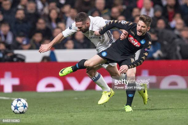 Karim Benzema of Real Madrid fights for the ball with Dries Mertens of SSC Napoli during the match Real Madrid vs Napoli part of the 201617 UEFA...