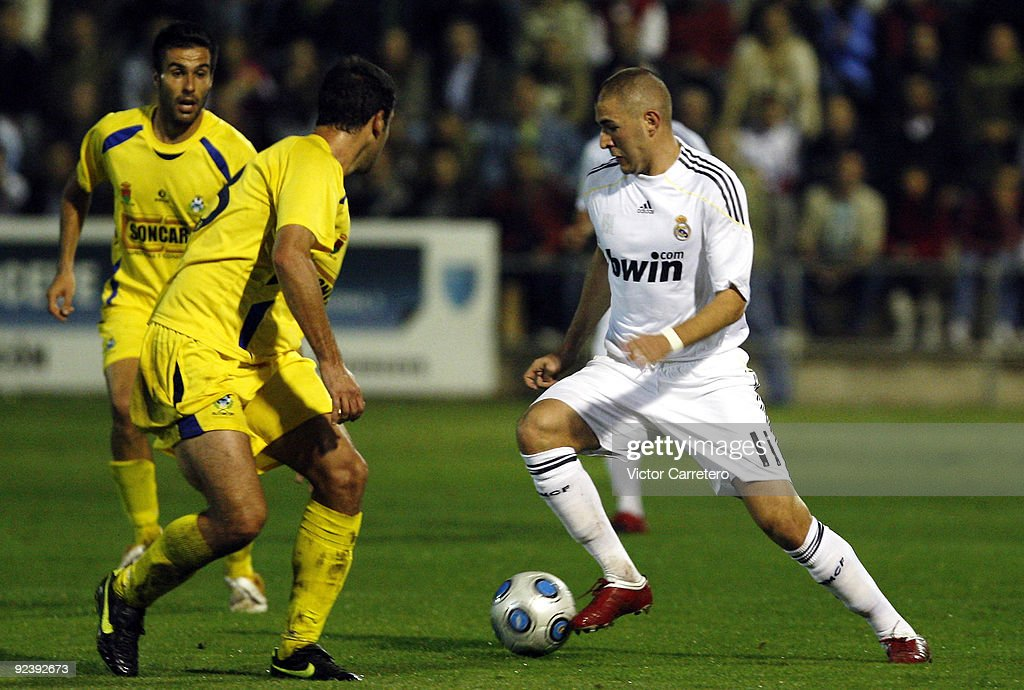Karim Benzema (R) of Real Madrid in action during the Copa del Rey match between AD Alcorcon and Real Madrid at Municipal de Santo Domingo on October 27, 2009 in Alcorcon, Spain.