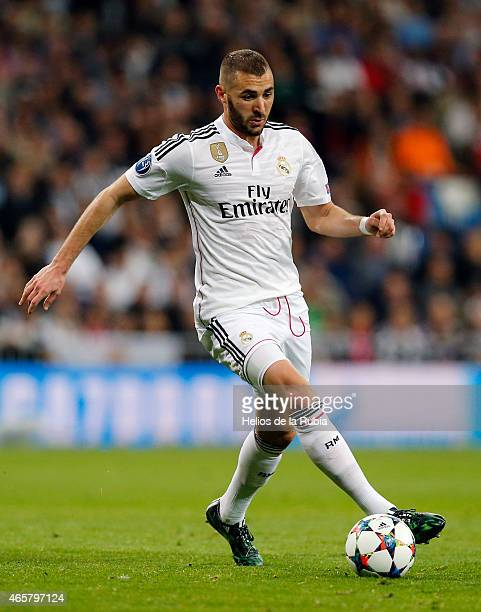 Karim Benzema of Real Madrid in action during the UEFA Champions League Round of 16 second leg match between Real Madrid and FC Schalke 04 at Estadio...