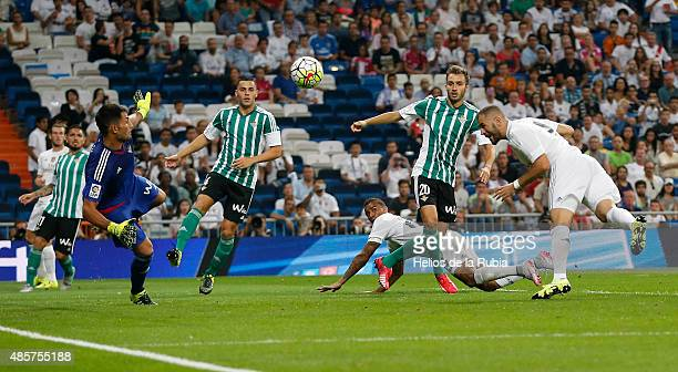 Karim Benzema of Real Madrid score the goal during the La Liga match between Real Madrid CF and Real Betis Balompie at Estadio Santiago Bernabeu on...