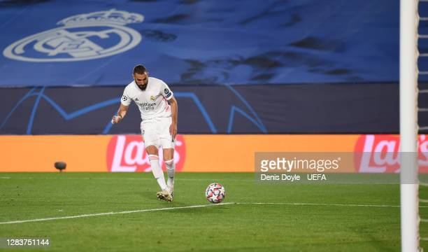 Karim Benzema of Real Madrid scores his sides first goal during the UEFA Champions League Group B stage match between Real Madrid and FC...