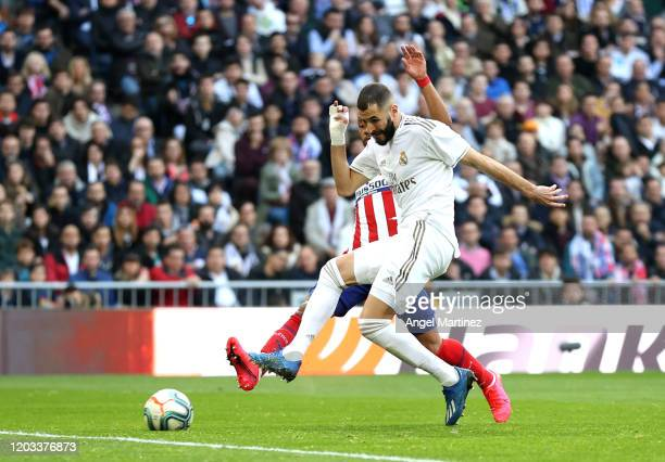 Karim Benzema of Real Madrid scores his team's first goal during the La Liga match between Real Madrid CF and Club Atletico de Madrid at Estadio...