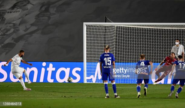 Karim Benzema of Real Madrid scores his team's opening goal by penalty kick during the Liga match between Real Madrid CF and Deportivo Alaves at...
