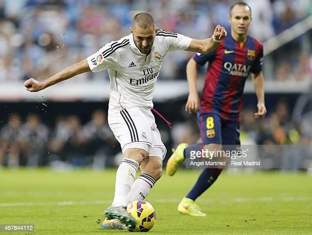 Karim Benzema of Real Madrid scores his team's third goal during the La Liga match between Real Madrid CF and FC Barcelona at Estadio Santiago...