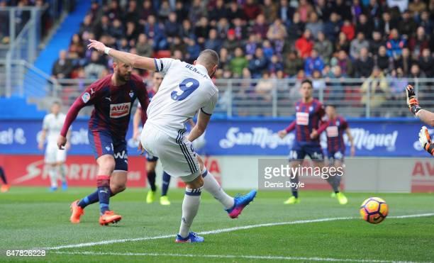 Karim Benzema of Real Madrid scores Real's 1st goal during the La Liga match between SD Eibar and Real Madrid CF at Estadio Municipal de Ipurua on...