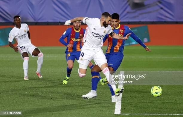 Karim Benzema of Real Madrid scores their side's first goal during the La Liga Santander match between Real Madrid and FC Barcelona at Estadio...