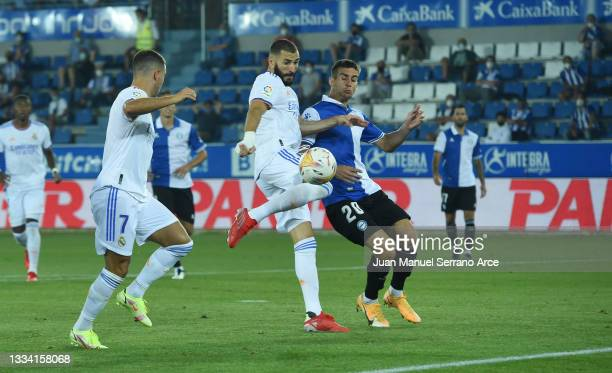 Karim Benzema of Real Madrid scores their team's first goal during the LaLiga Santader match between Deportivo Alaves and Real Madrid CF at Estadio...
