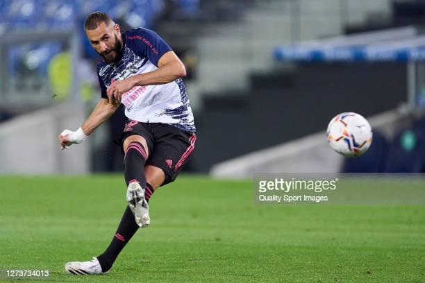 Karim Benzema of Real Madrid waming out prior the game during the La Liga Santader match between Real Sociedad and Real Madrid at Estadio Anoeta on...