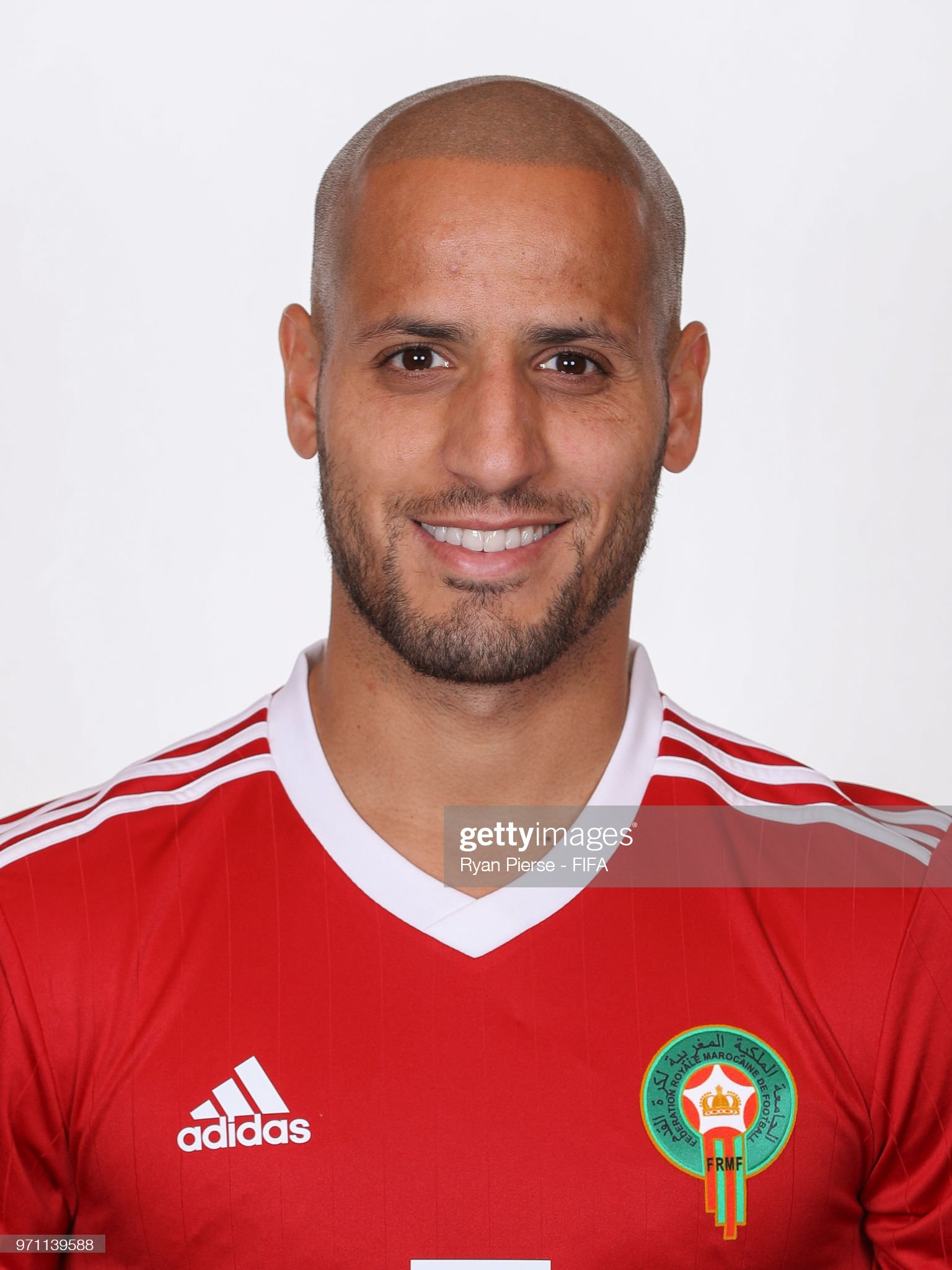 Norteafricanos Karim-el-ahmadi-of-morocco-poses-during-the-official-fifa-world-cup-picture-id971139588?s=2048x2048