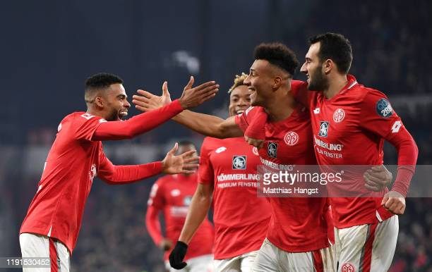 Karim Onisiwo of 1. FSV Mainz 05 celebrates with teammates after scoring his team's first goal during the Bundesliga match between 1. FSV Mainz 05...