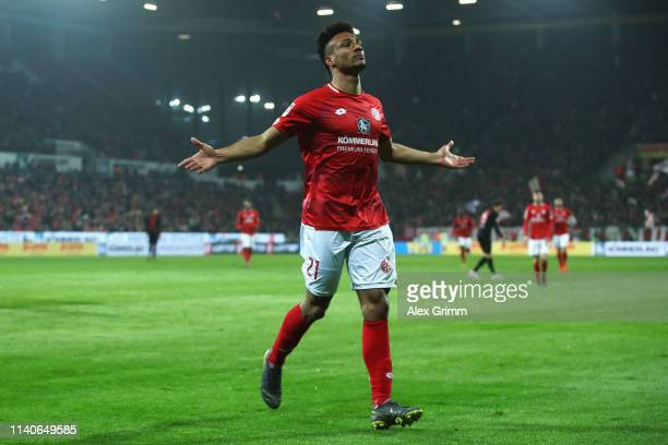 Karim Onisiwo of FSV Mainz celebrates scoring a goal during the Bundesliga match between 1 FSV Mainz 05 and SportClub Freiburg at Opel Arena on April...