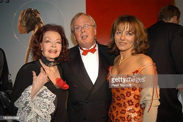 Karin Aster Ehemann Ulrich Scheele Margot Hielscher 13 Verleihung 'Deutscher Videopreis 2003' die 'Diva' München 'Deutsches Theater' Foyer umarmen...