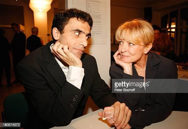 """Karin Baal, Ehemann Cevdet Celik, """"Amnesty International"""", Hamburg, Deutschland, Europa, Diskussions-Runde über Menscherechte, Schauspielerin, LG;;"""