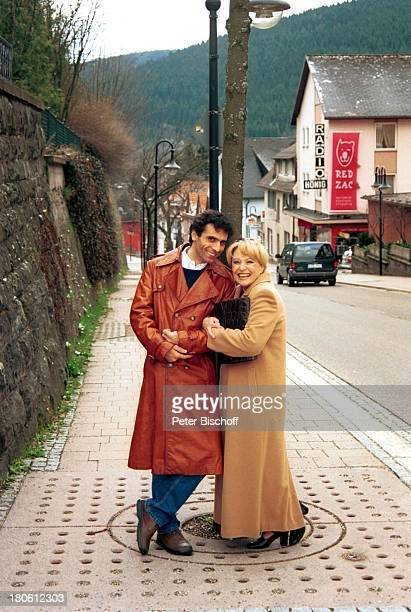 "Karin Baal, Ehemann Cevdet Celik, ""Edgar Wallace-Festival 2002"", Titisee-Neustadt, Baden-Württemberg, Deutschland, Europa, Ehefrau, Urlaub,..."