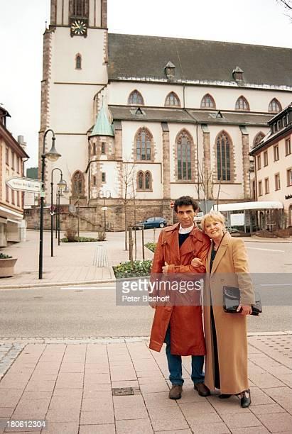 "Karin Baal, Ehemann Cevdet Celik, Kirche, ""Edgar Wallace-Festival 2002"", Titisee-Neustadt, Baden-Württemberg, Deutschland, Europa, Ehefrau, Urlaub,..."