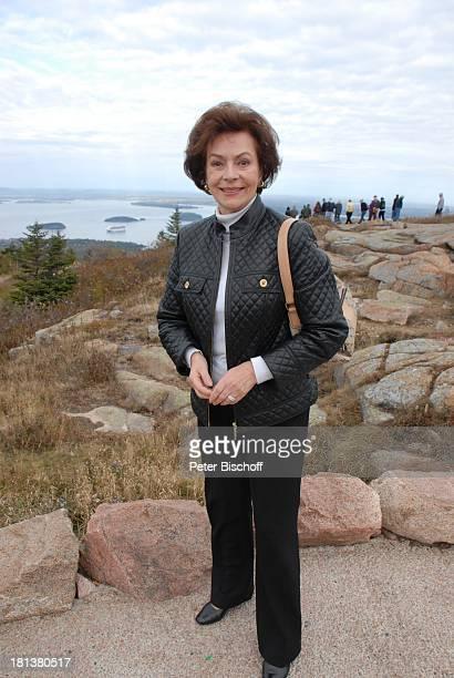 Karin Dor ZDFReihe Traumschiff Folge 62 Indian Summer Berg Cadillac Mountain im Acadia National Park Blick auf Hafen Bar Harbor Insel Mount Desert...