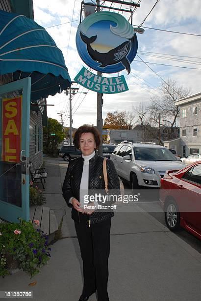 Karin Dor ZDFReihe Traumschiff Folge 62 Indian Summer WalMuseum Bar Harbor Insel Mount Desert Maine USA Nordamerika Urlaub Schauspielerin
