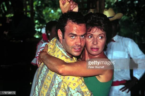 Karin Eickelbaum mit Jophie RiesDominikanische Republik Karibik ZDFSpecialSonne Meer und 1000 Palmen