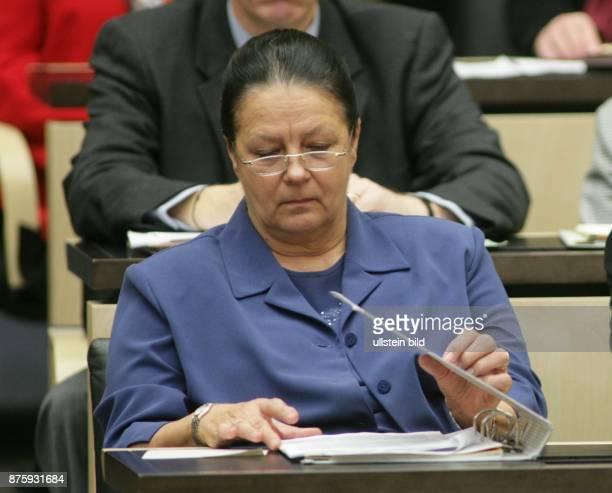 Karin Schubert Politikerin SPD D Senatorin für Justiz in Berlin auf einer Bundesratssitzung