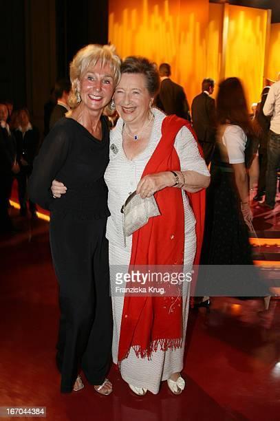 Karin Stoiber Und Ingrid Biedenkopf Bei Der Verleihung Des 6. Internationalen Buchpreis Corine Im Prinzregententheater In München .