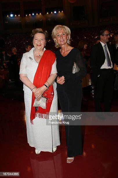 Karin Stoiber Und Ingrid Biedenkopf Bei Der Verleihung Des 6 Internationalen Buchpreis Corine Im Prinzregententheater In München