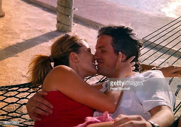 Karin Thaler Ehemann Milos MalesevicZDFSerie Unser Charly Folge Flipperder Retter Key Largo/Florida/USAStrand Hängematte nach den...