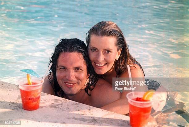 Karin Thaler Ehemann Milos MalesevicZDFSerie Unser Charly Folge Flipperder Retter Key Largo/Florida/USAMariottHotel SwimmingPool nach denDreharbeiten...