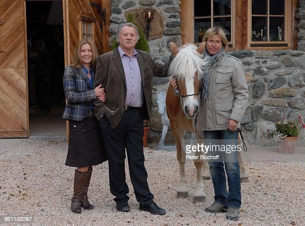 Karin Thaler Franz Buchrieser Hansi Hinterseer ARD/ORFFilm Heimkehr mit Hindernissen Ellmau Tirol sterreich Europa Dreh Pferd Tier Schauspieler...