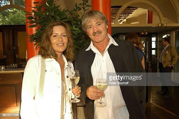 Karin Thaler Hartmut Schreier Party zum 30jährigen Jubiläum der ZDFSerie Soko 5113 München Deutschland PNr1085/2006 Restaurant Seehaus Wein Glas...