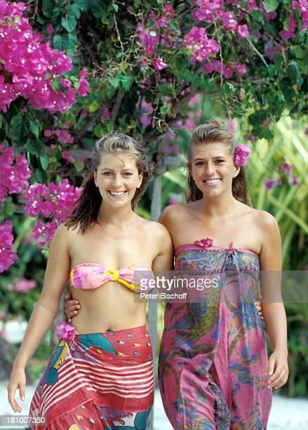 Karin Thaler Schwester Anita Thaler neben den Dreharbeiten zur ZDFReihe 'Traumschiff' Folge 22 'Indien/Malediven' MS 'Berlin' Kurumba/Malediven/Asien...