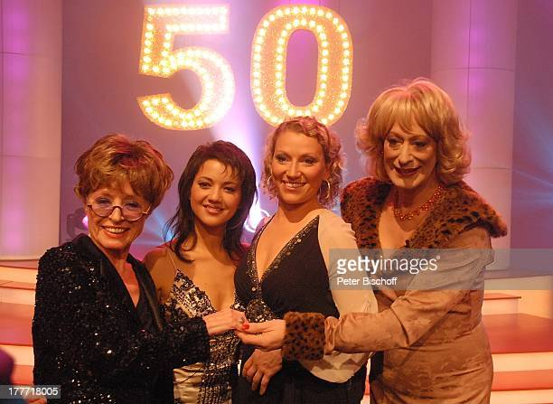 """Karin von Faber, Madeleine Wehle , Julia Westlake, Lilo Wanders , nach NDR-Show """"50 Jahre Die Aktuelle Schaubude"""", Studio 5, """"Studio Hamburg"""",..."""